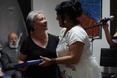 15.- Gisela Alarcón recibe por el Dr. Pedro Castillo
